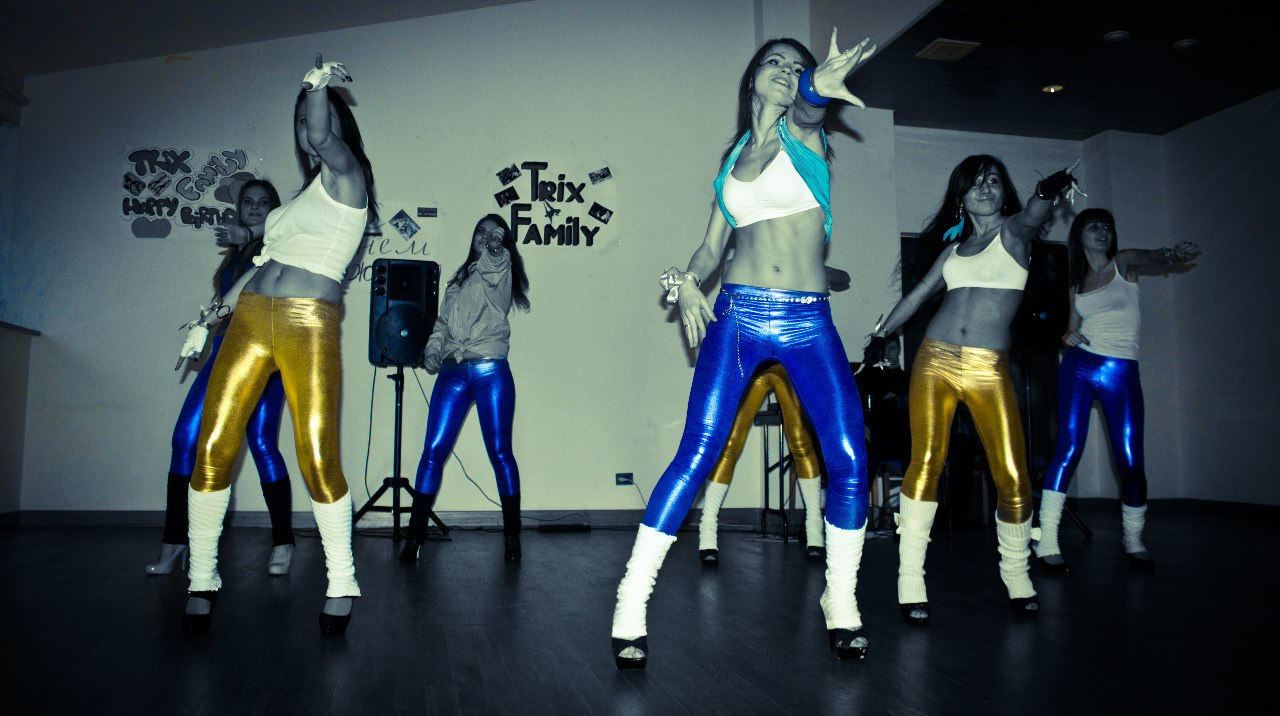 День рождения Трикс Фэмили 2011 год. Гоу-гоу танцы